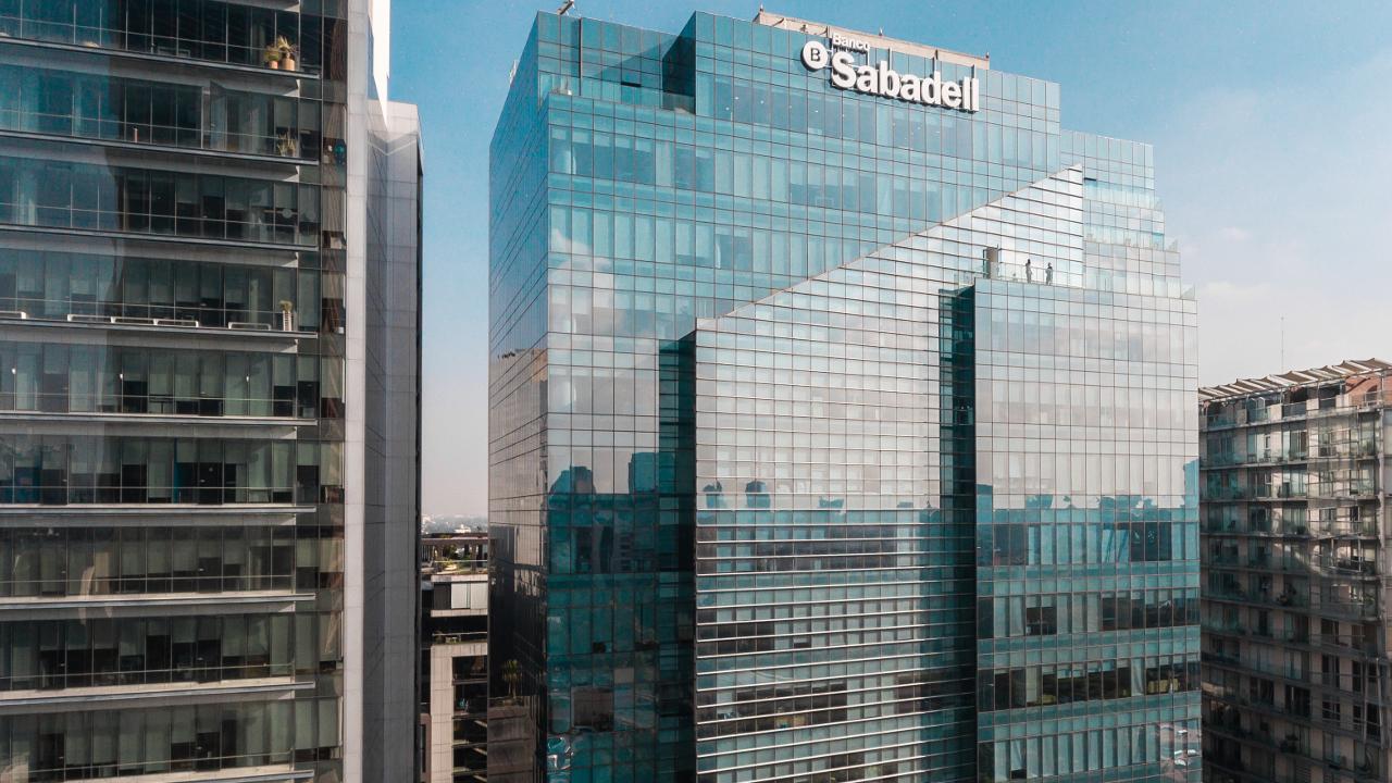 Banco Sabadell analiza la opción de salir de México
