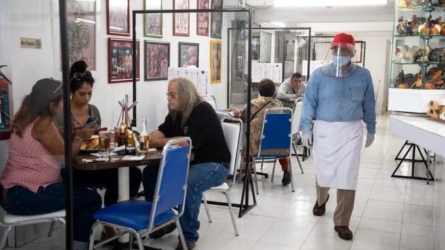 Restaurantes tienen 'hambre' de comensales en la nueva normalidad • Forbes  México