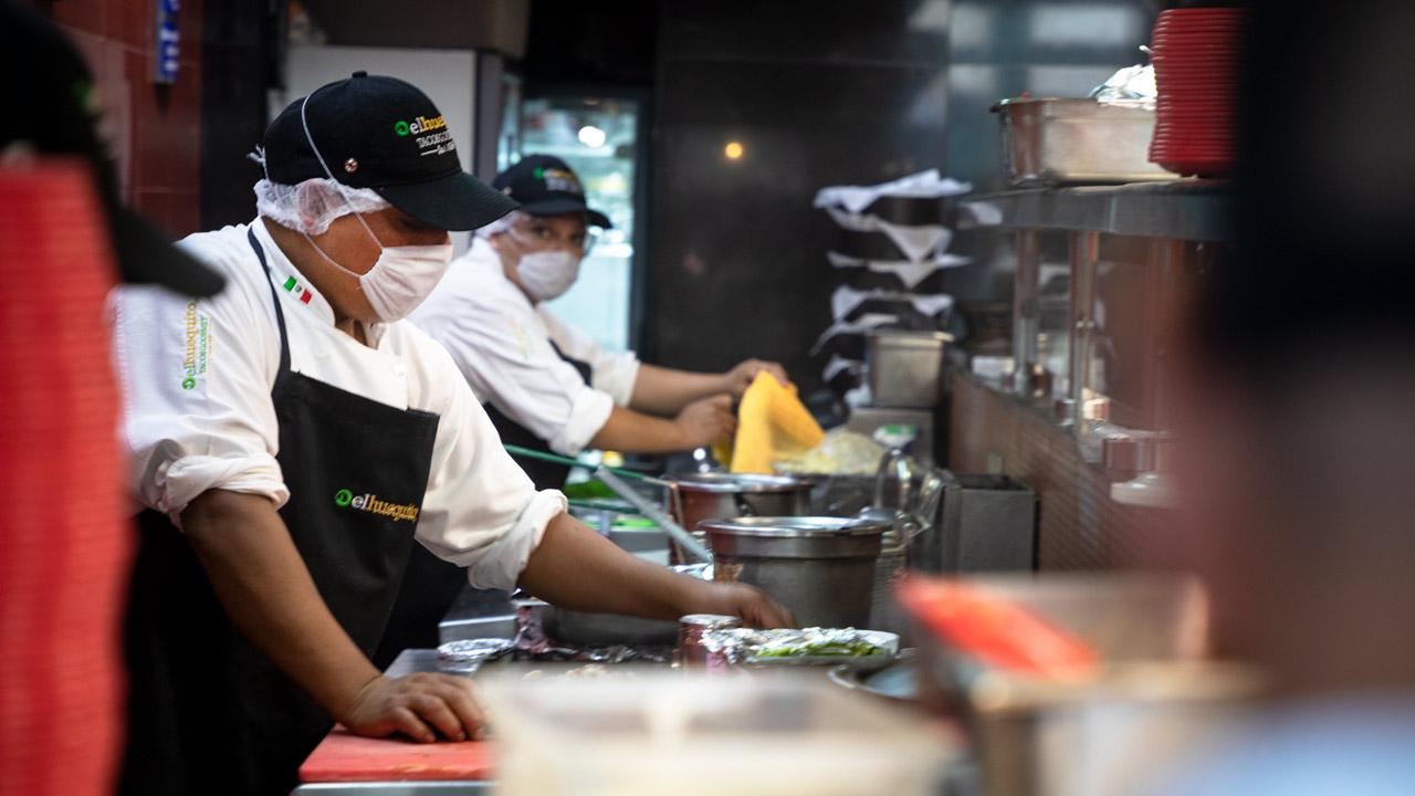 Prohibición de plásticos pone en 'aprietos' a restaurantes de la CDMX