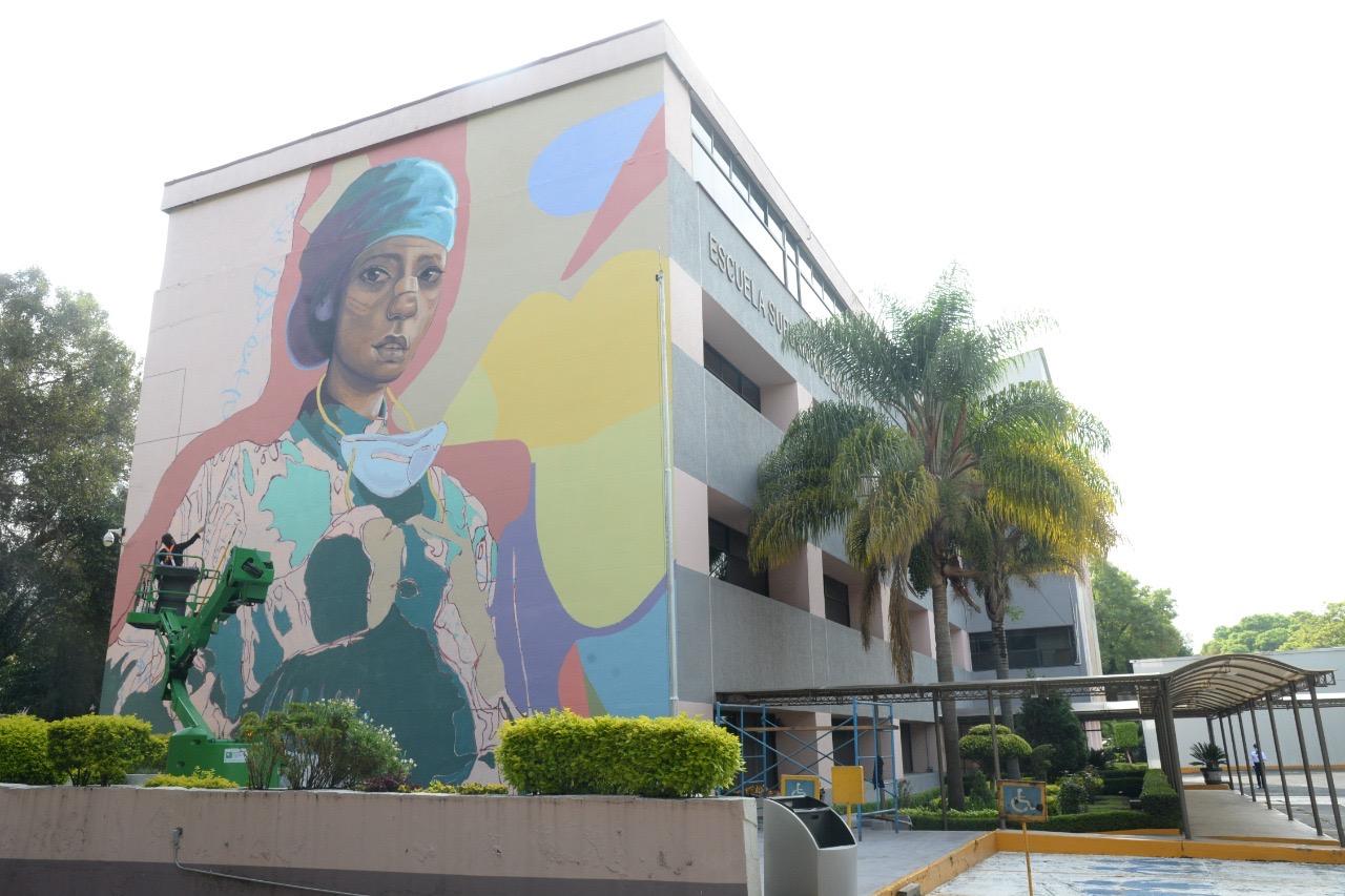Con murales, homenajean a personal de salud que enfrenta Covid-19