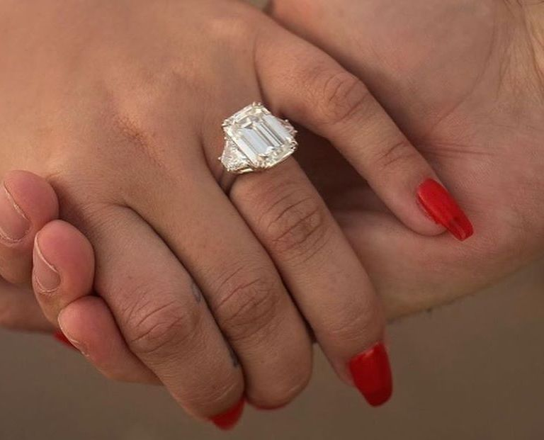 Demi Lovato anillo compromiso