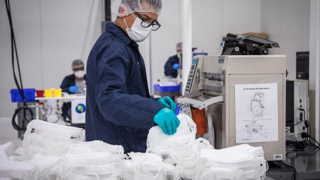 empleo trabajo General Motors Cubrebocas mascarillas fabrica trabajador