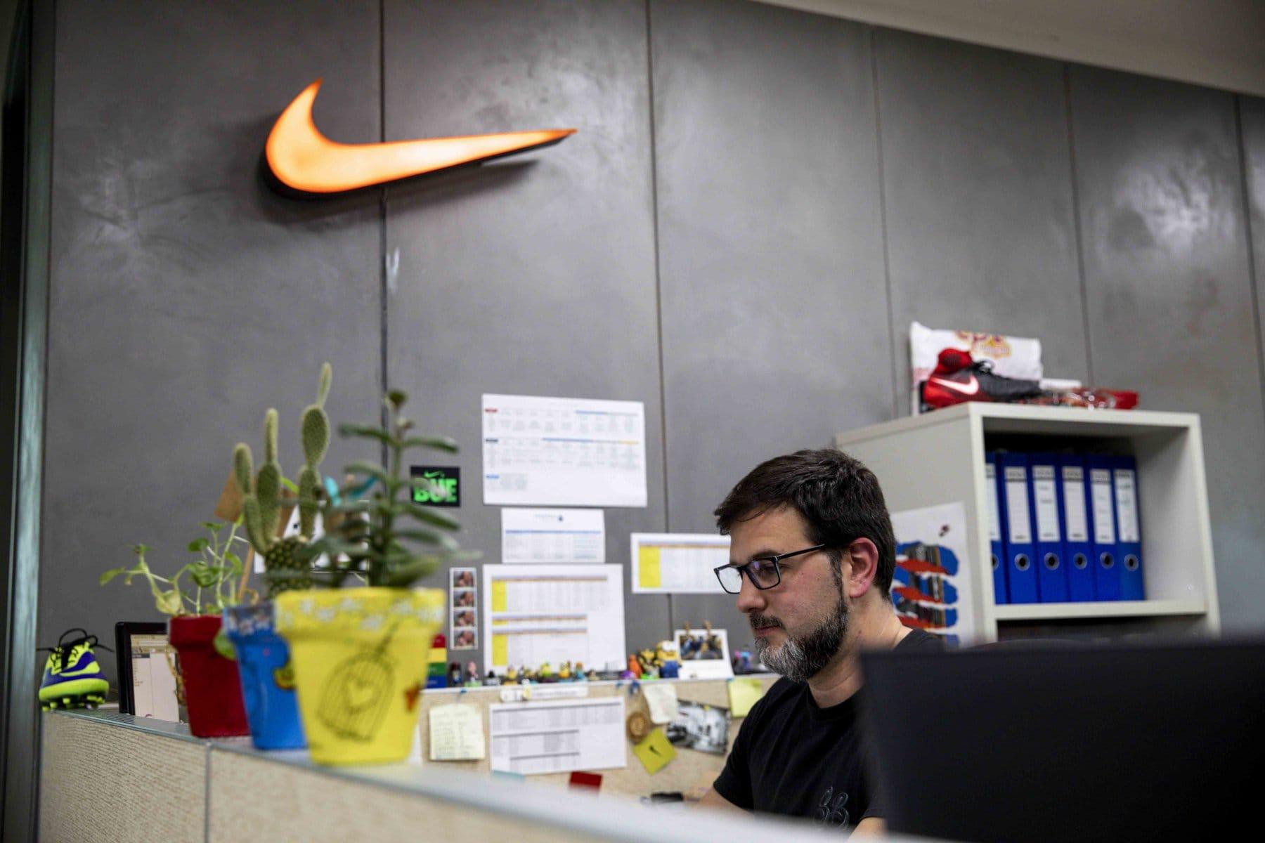 Nike no cumple estimaciones de ingresos en primer trimestre de 2021