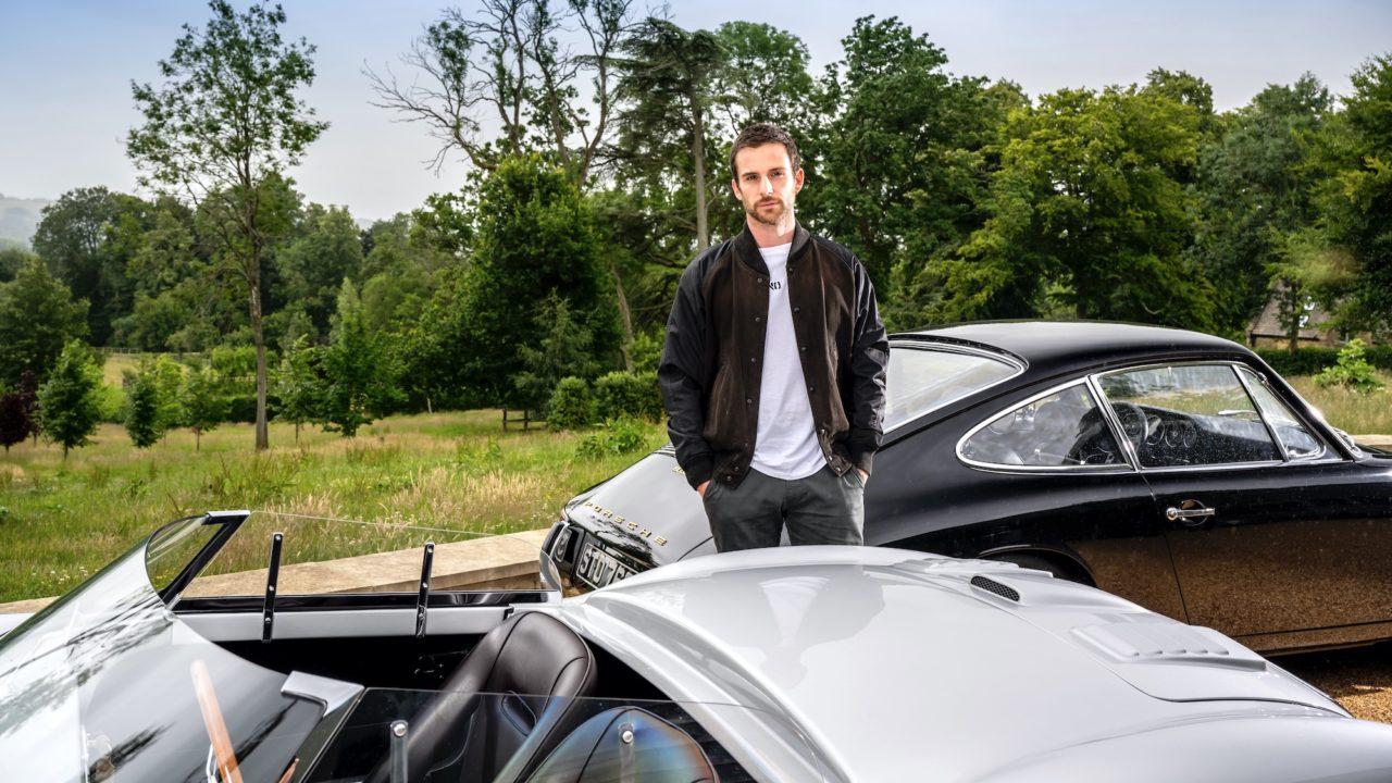 El bajista de Coldplay, un apasionado de los autos clásicos de Porsche
