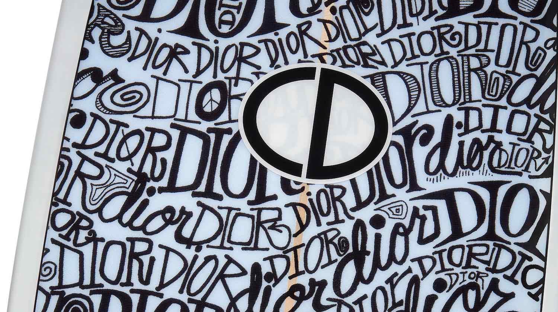 Dior presenta su primera tabla surf diseñada por Shawn Stussy