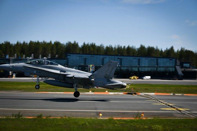 Fuerza Aérea de Finlandia retira la esvástica de su bandera