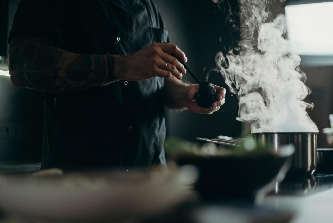 ¿Qué son las 'dark kitchens' y cómo revolucionarán la industria del consumo?