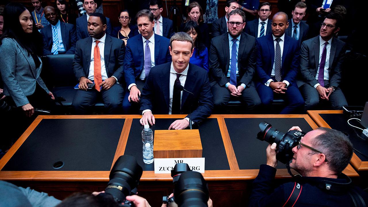 Zuckerberg niega que Facebook anteponga sus beneficios a la seguridad