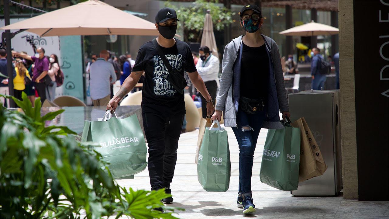 Centros comerciales abrirán en CDMX con aforo de 20%; restaurantes amplían su horario