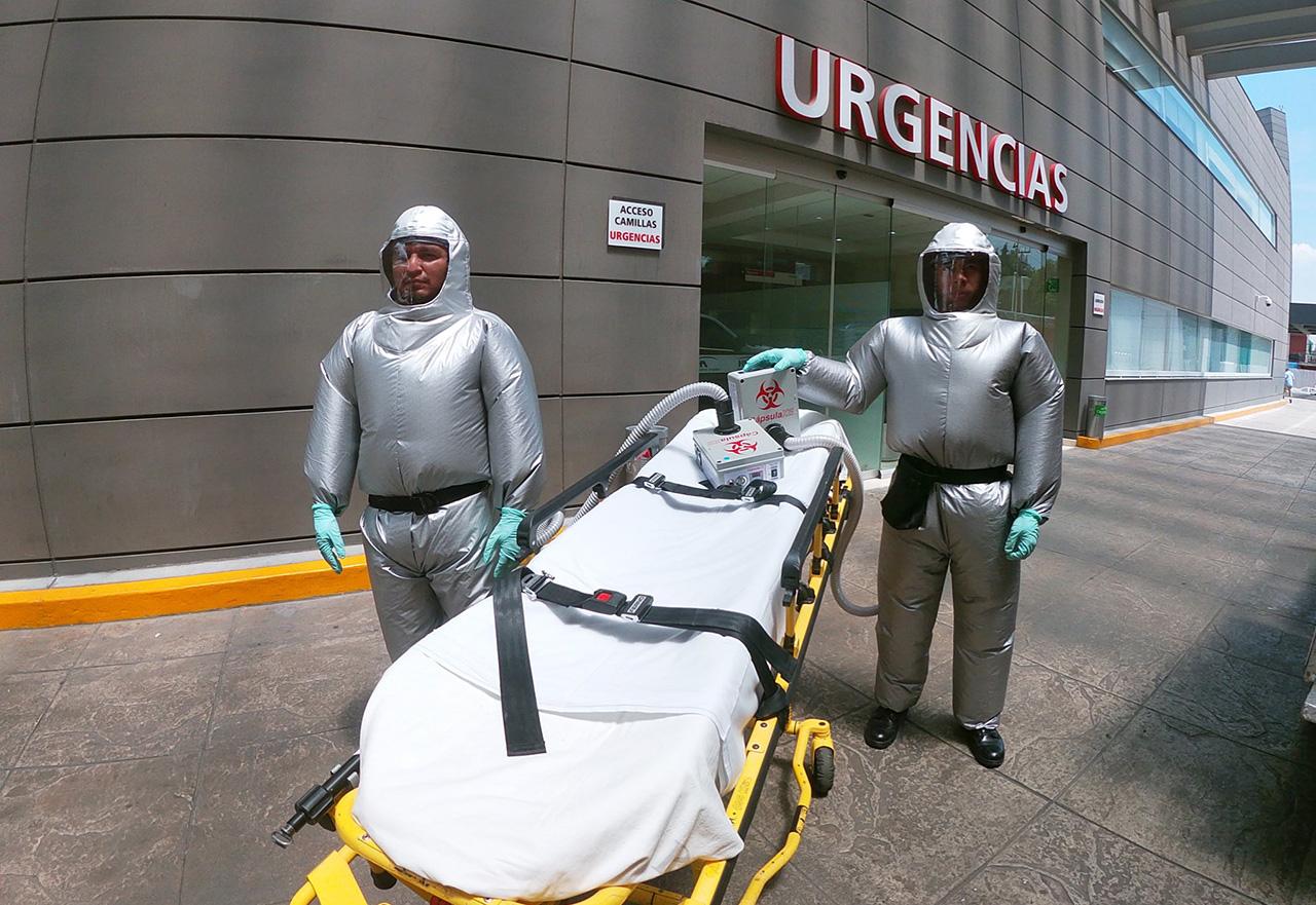 Empresa mexicana crea traje inflable anti-Covid para personal de salud