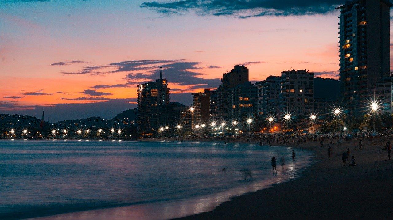 Bares y antros de Acapulco reabren tras meses cerrados por pandemia