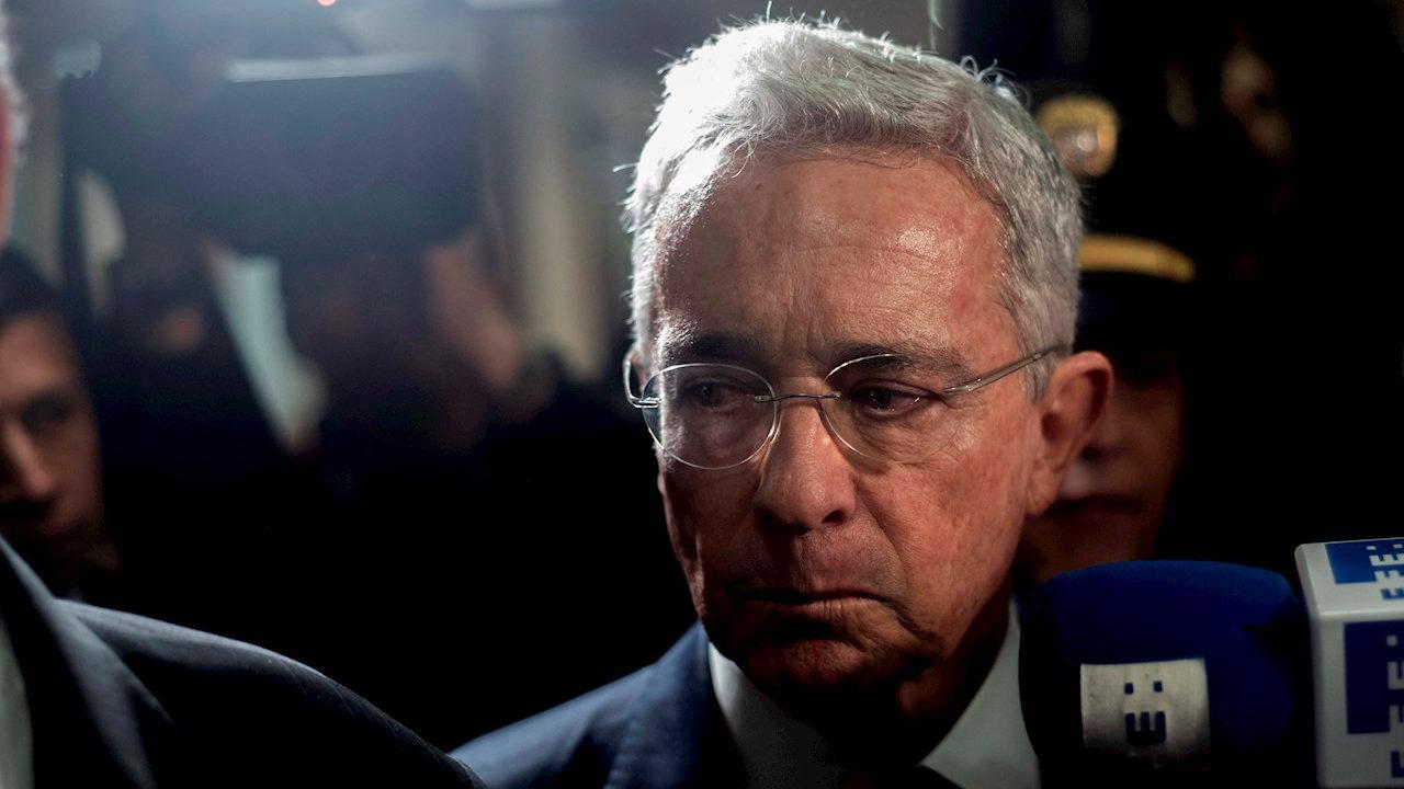 Expresidente colombiano Álvaro Uribe da positivo a Covid-19