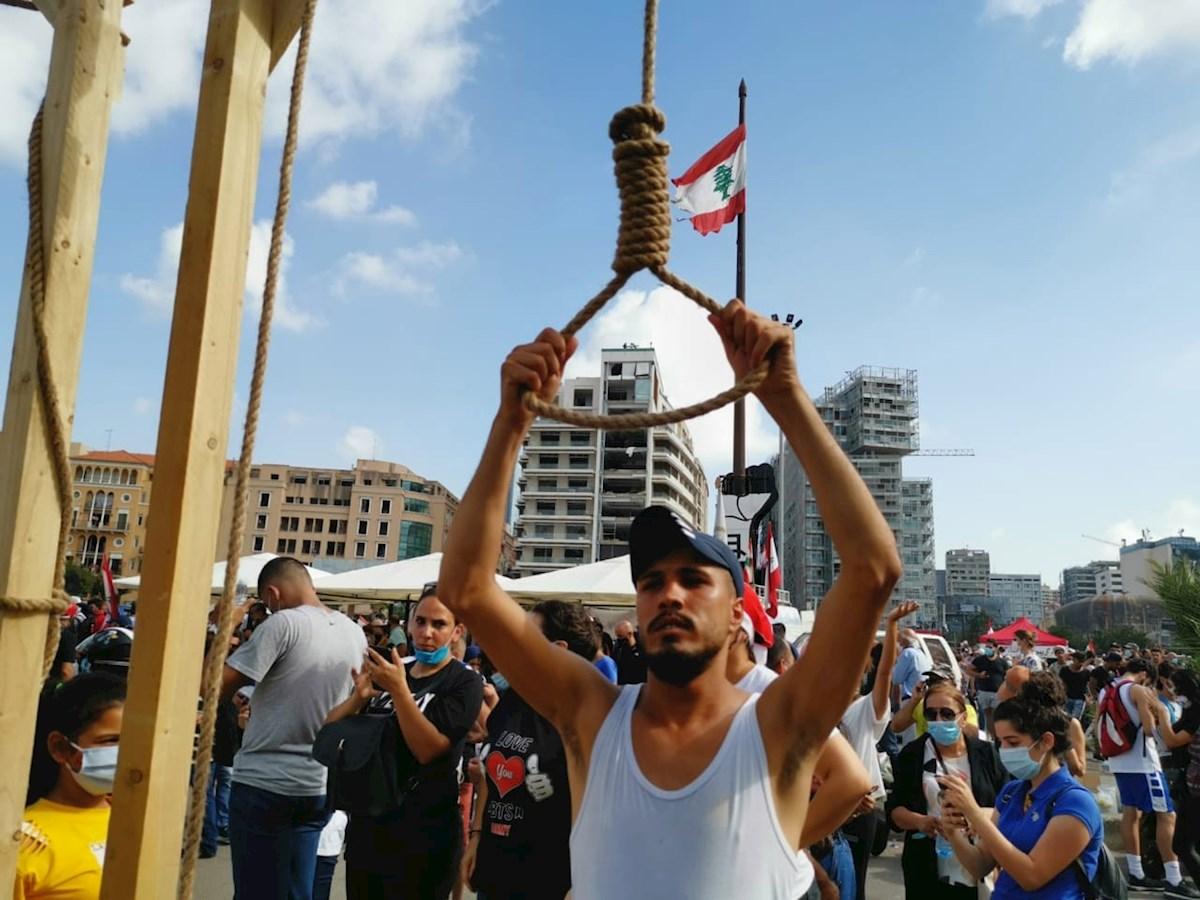 Manifestantes y policía se enfrentan en Líbano