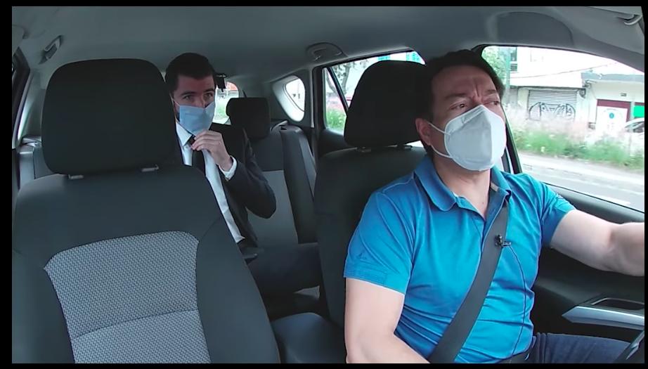 El diputado Mario Delgado se hace pasar por taxista para entrevistar pasajeros
