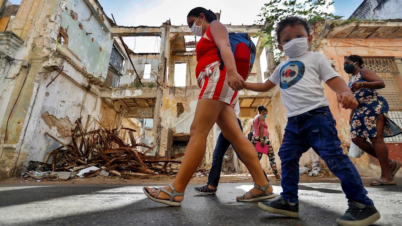 """Rebrote de pandemia en Cuba puede convertirse en """"incontrolable"""": ministro"""