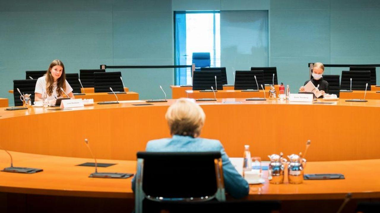 Greta Thunberg se reúne con Angela Merkel para pedir fin de inversión en combustibles fósiles