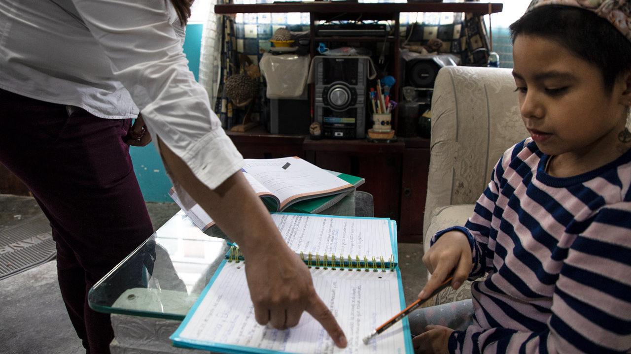 AMLO pide a escuelas privadas esperar a vacunación de maestros