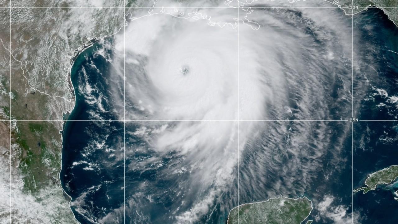 Huracán Laura categoría 4 se intensifica antes de tocar tierra en costas de EU