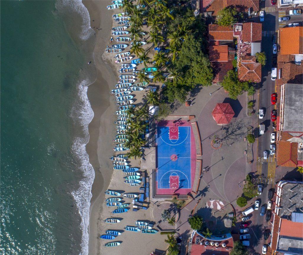 playa principal Zihuatanejo-