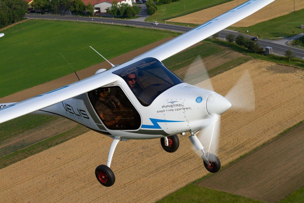 Primer avión eléctrico certificado emprende el vuelo