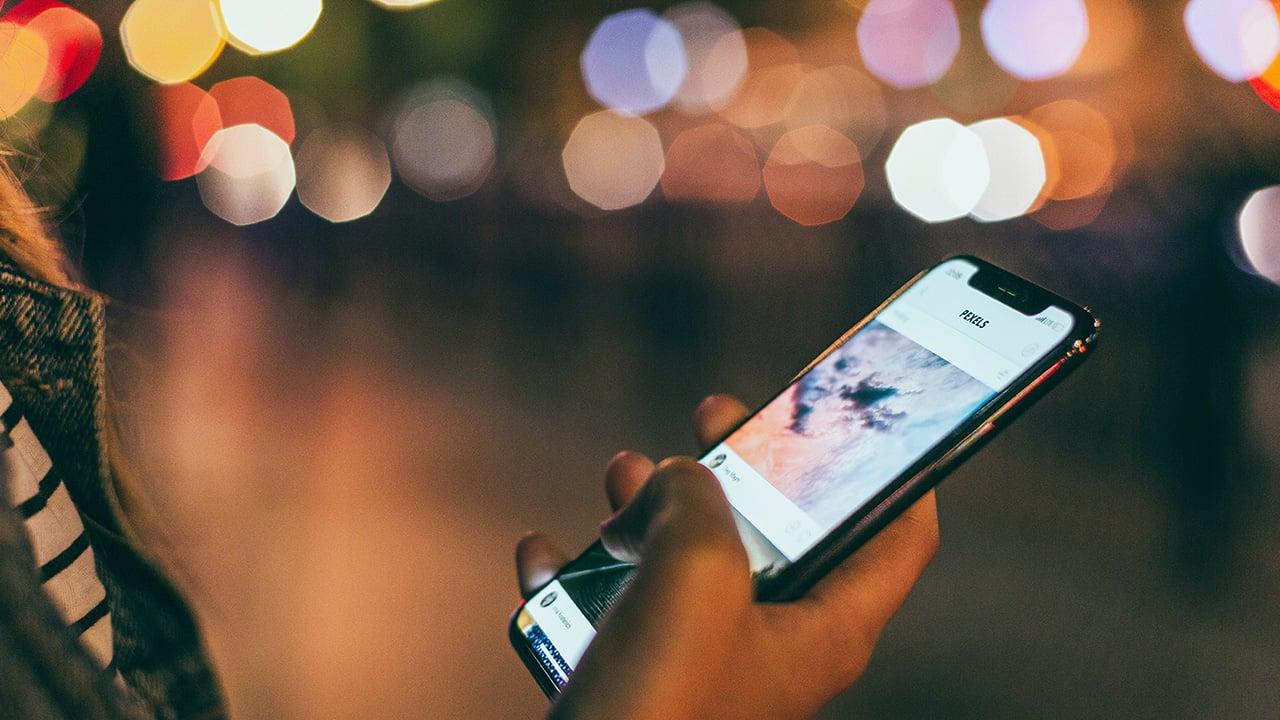 Selección Forbes 2020 |Extorsión y trata digital; crece la violencia hacia las mujeres en las apps de citas