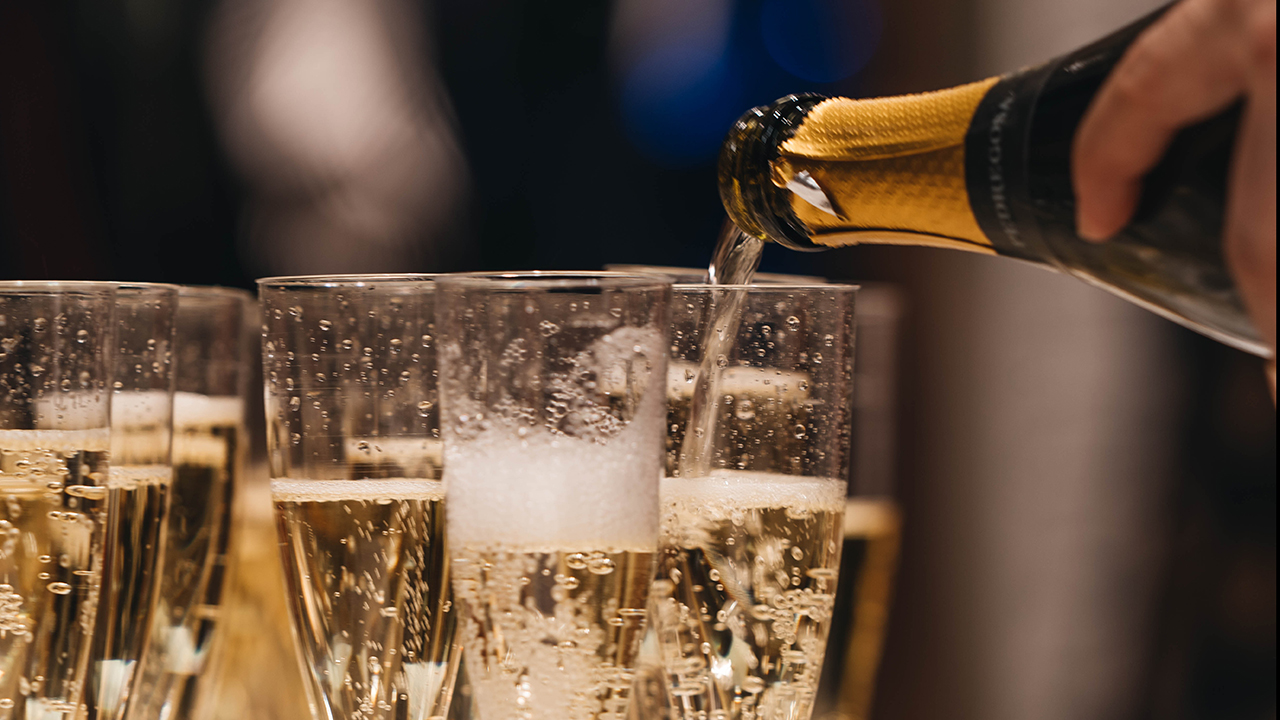 Se desploma demanda de champaña por pandemia de Covid-19