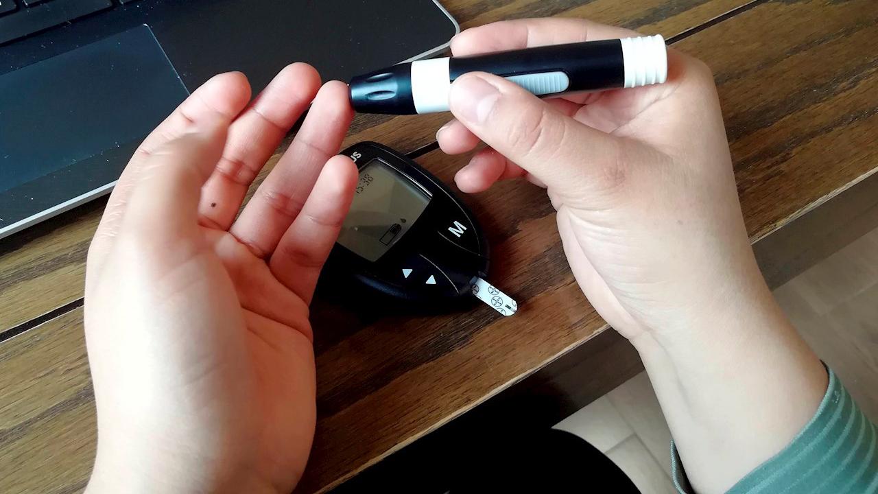 Personas no aceptan diabetes por miedo a discriminación: expertos