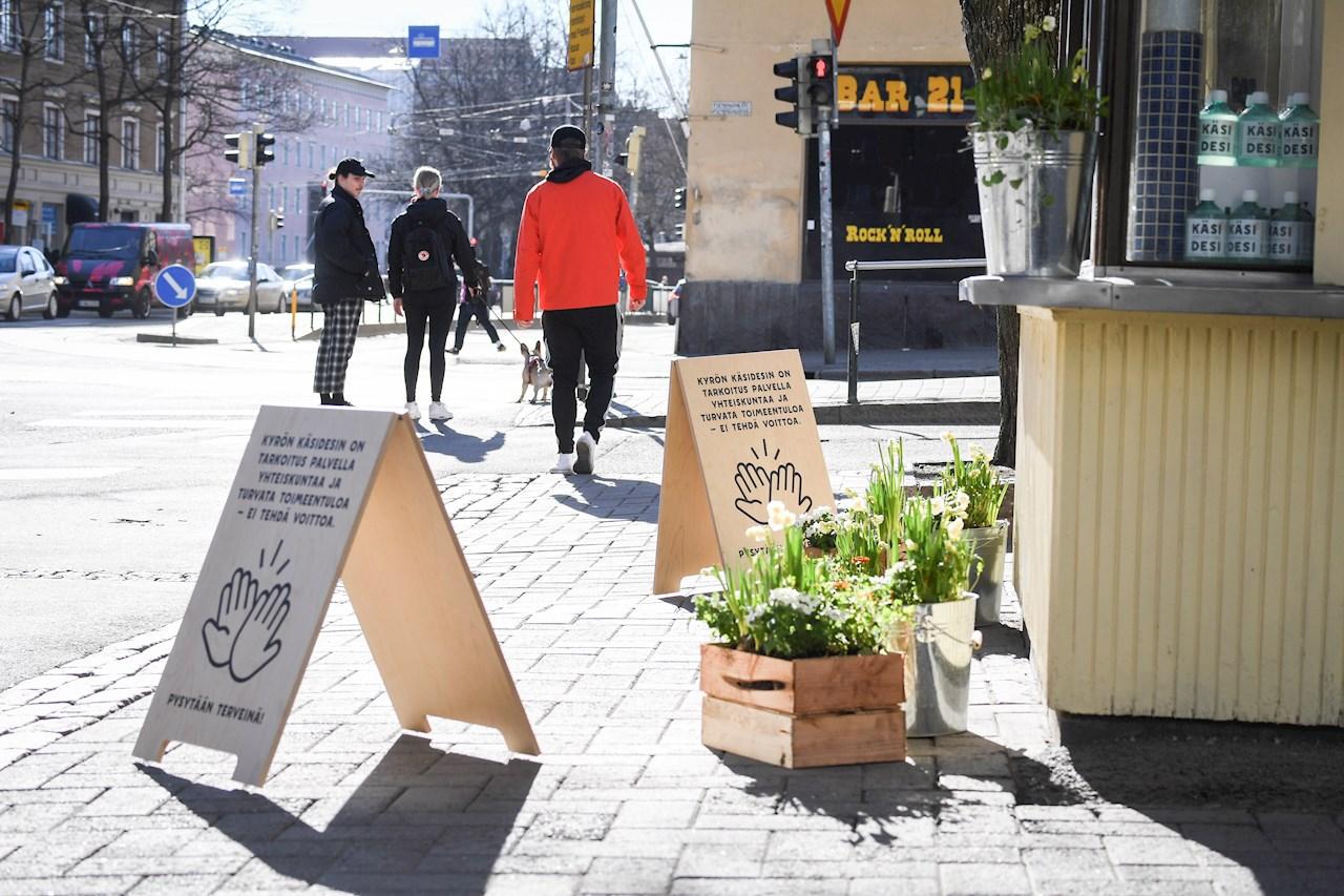 Finlandia prohíbe la entrada de viajeros no esenciales por un mes