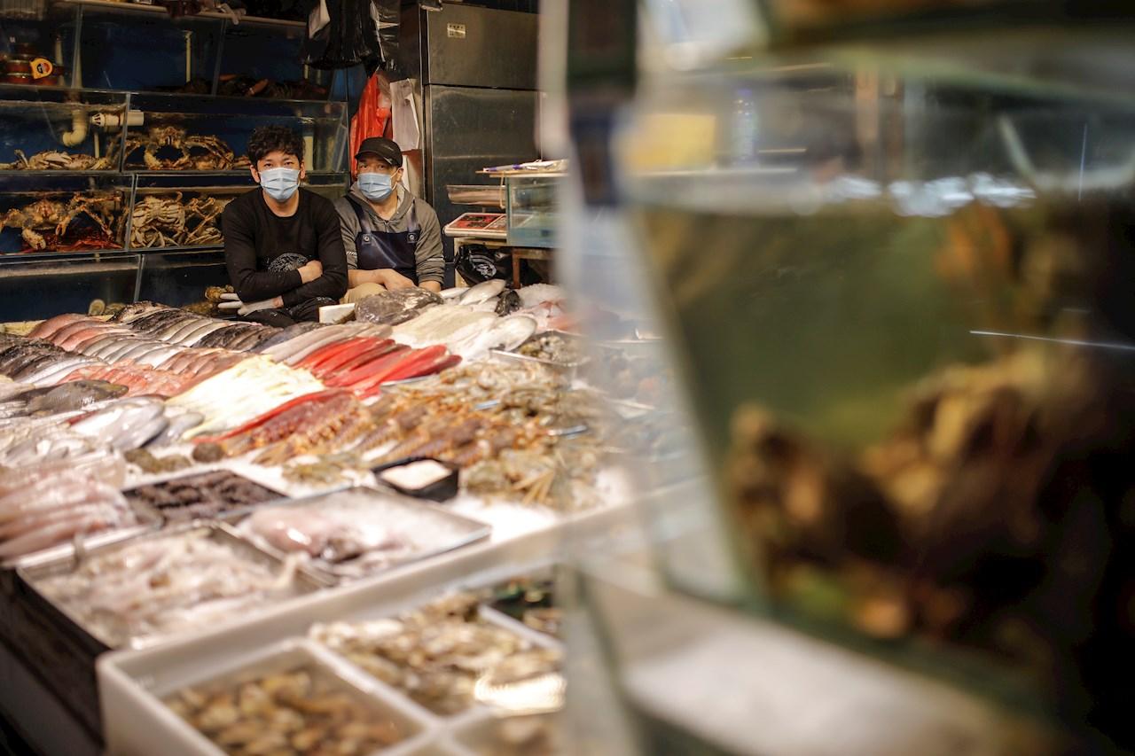 Mercado donde surgió rebrote en Pekín reabre; obliga a clientes a tomarse la temperatura
