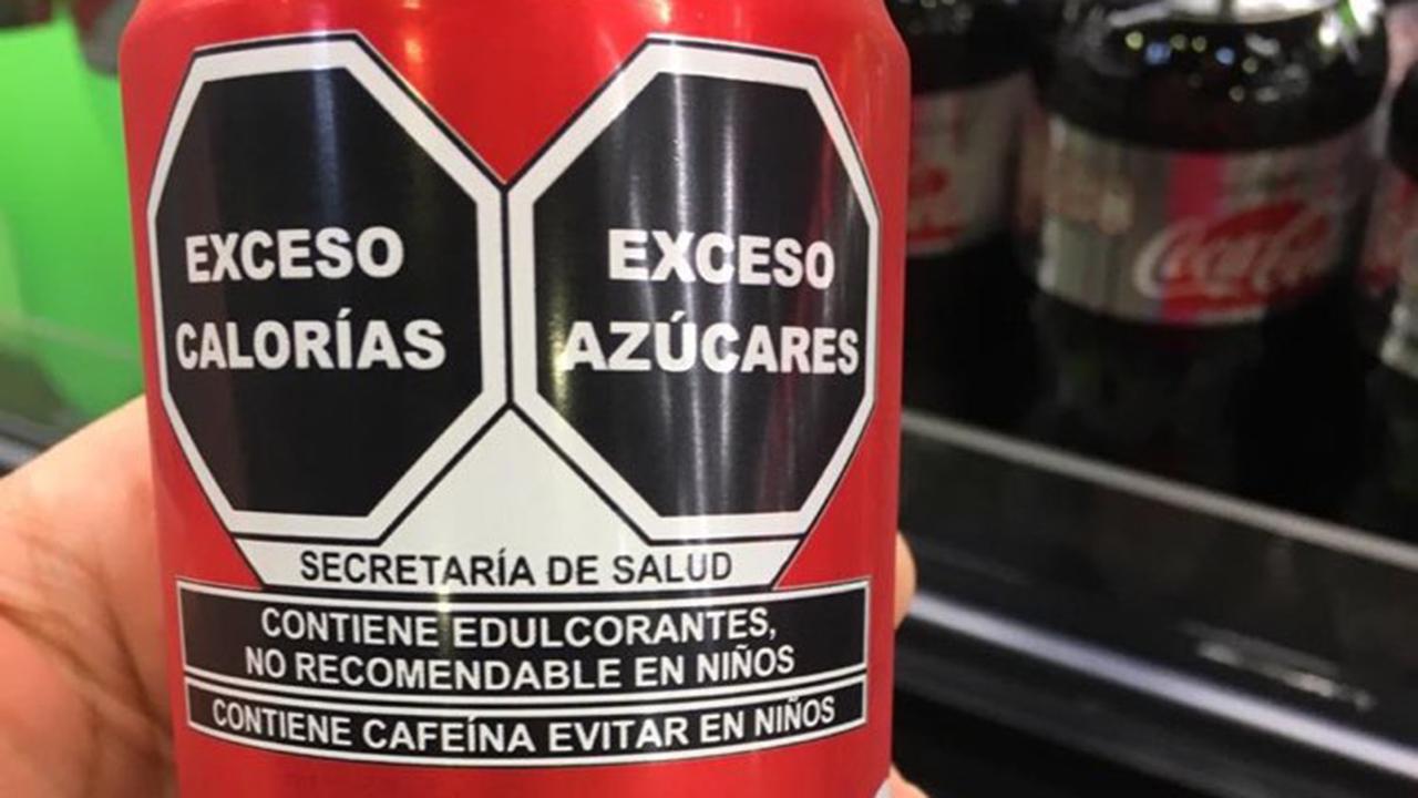 'No recomendable en niños', advierte el nuevo etiquetado de salud en Coca-Cola