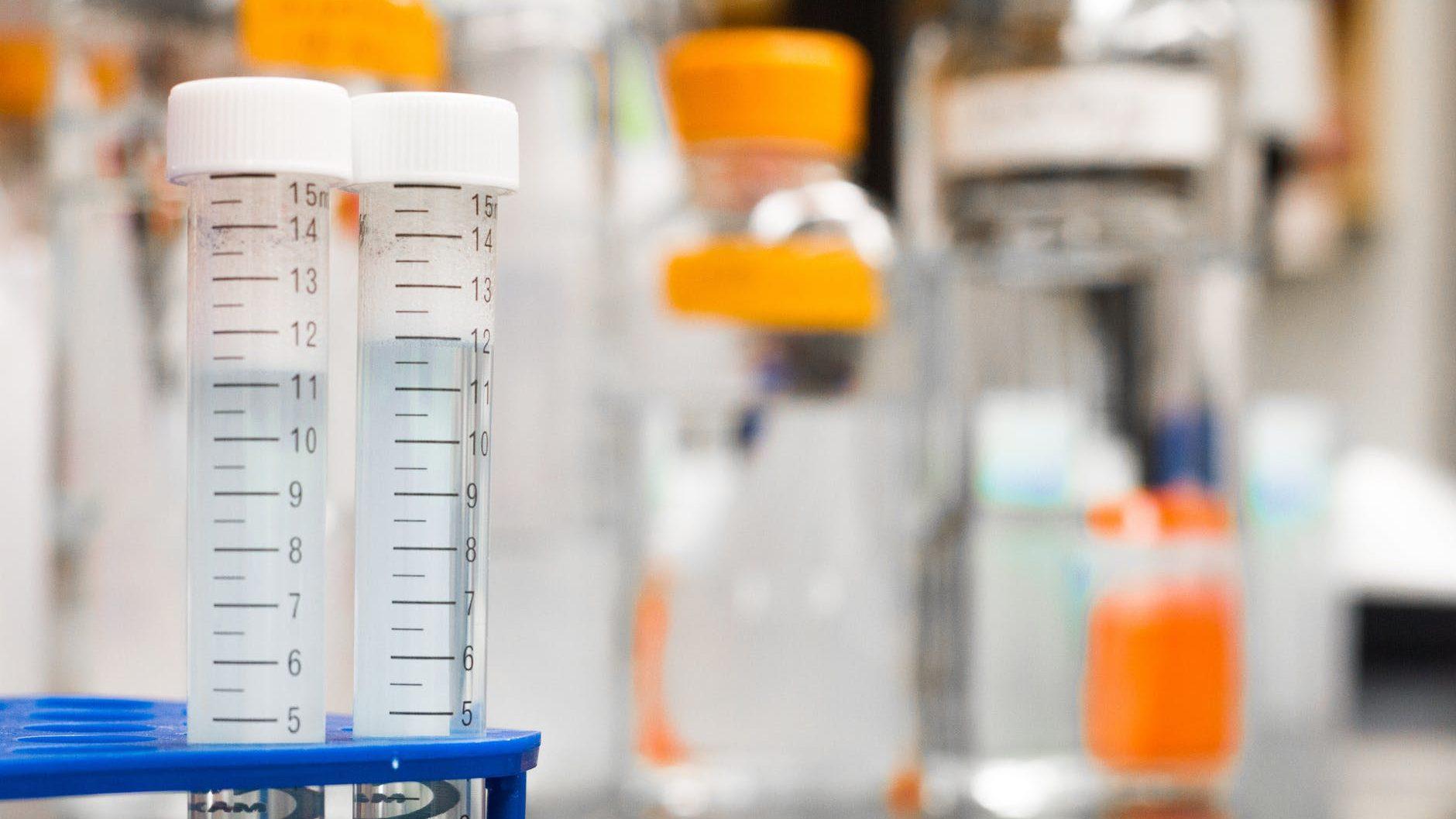 Científicos desarrollan enjuague bucal para detectar Covid-19