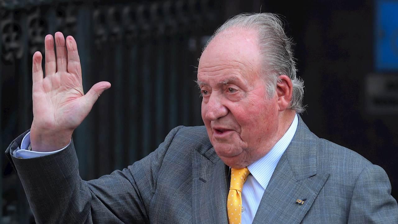 Rey emérito Juan Carlos I deja España tras acusaciones de corrupción