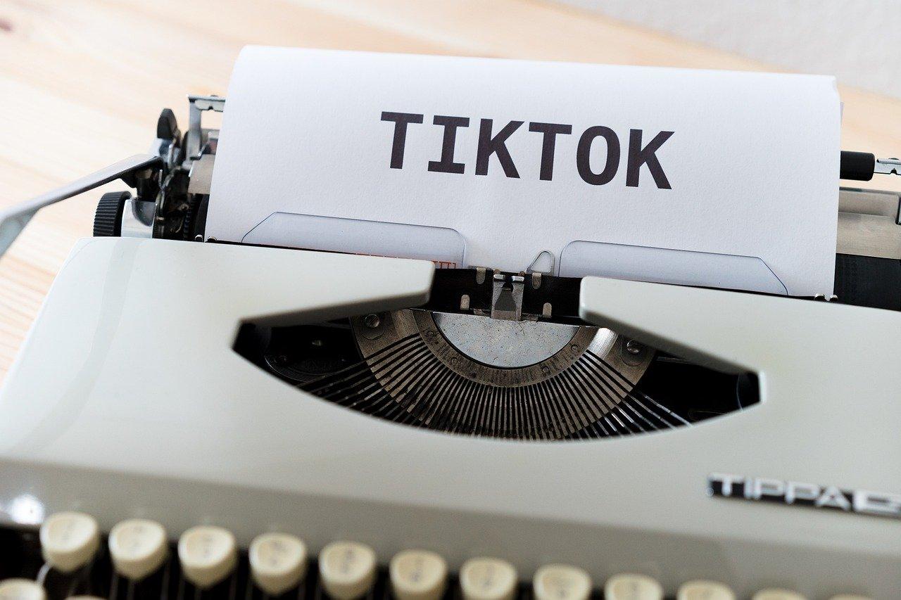 Trump respalda acuerdo de Oracle con Walmart sobre TikTok