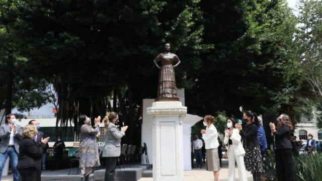 estatua leona vicario