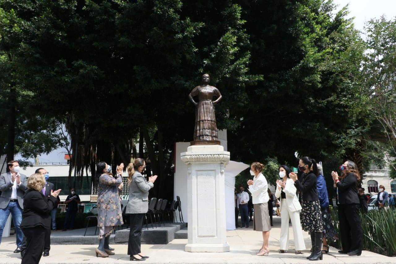 Gutiérrez Müller y Sheinbaum develan estatua de Leona Vicario en Reforma