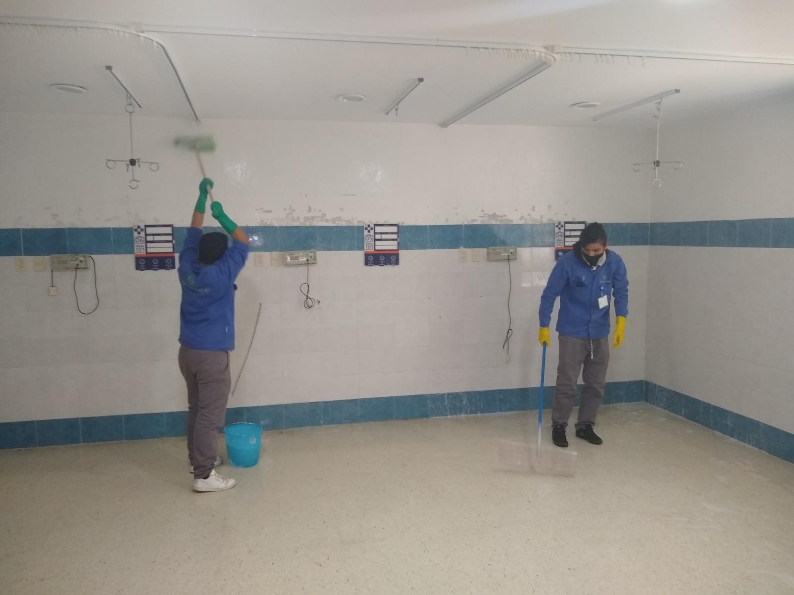 Trabajadores independientes de limpieza crean estándares para hospitales