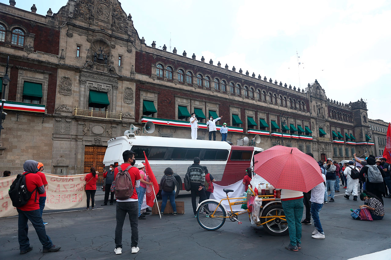 Fotogalería / La inconformidad no 'guardó' sana distancia en el Informe de AMLO