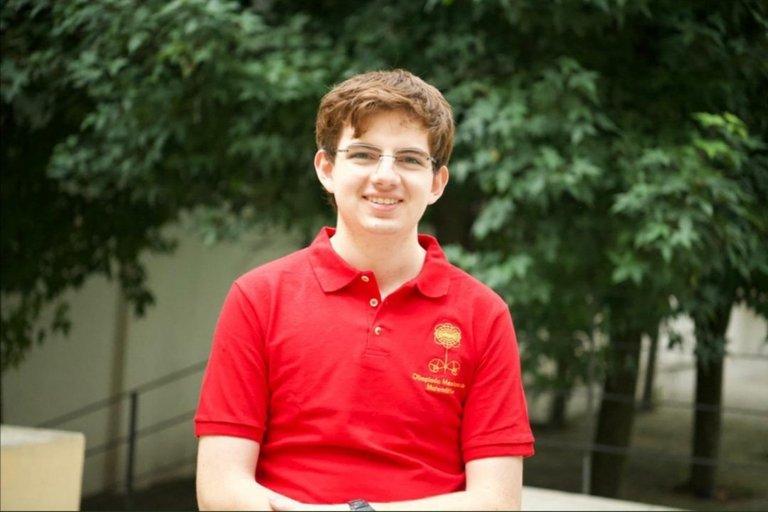 Joven mexicano gana medalla de oro en Olimpiada Internacional de Matemáticas