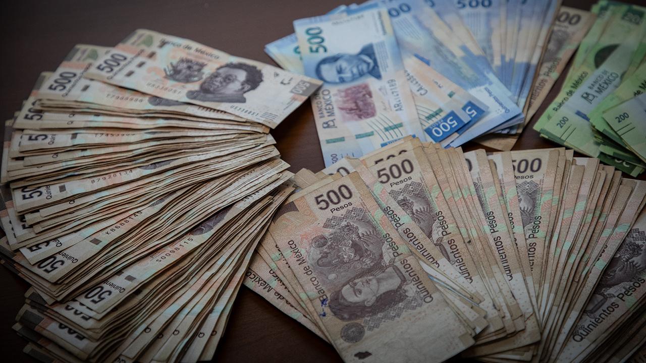 Peso cotiza en 20.03 por dólar, moneda que resiente debilidad