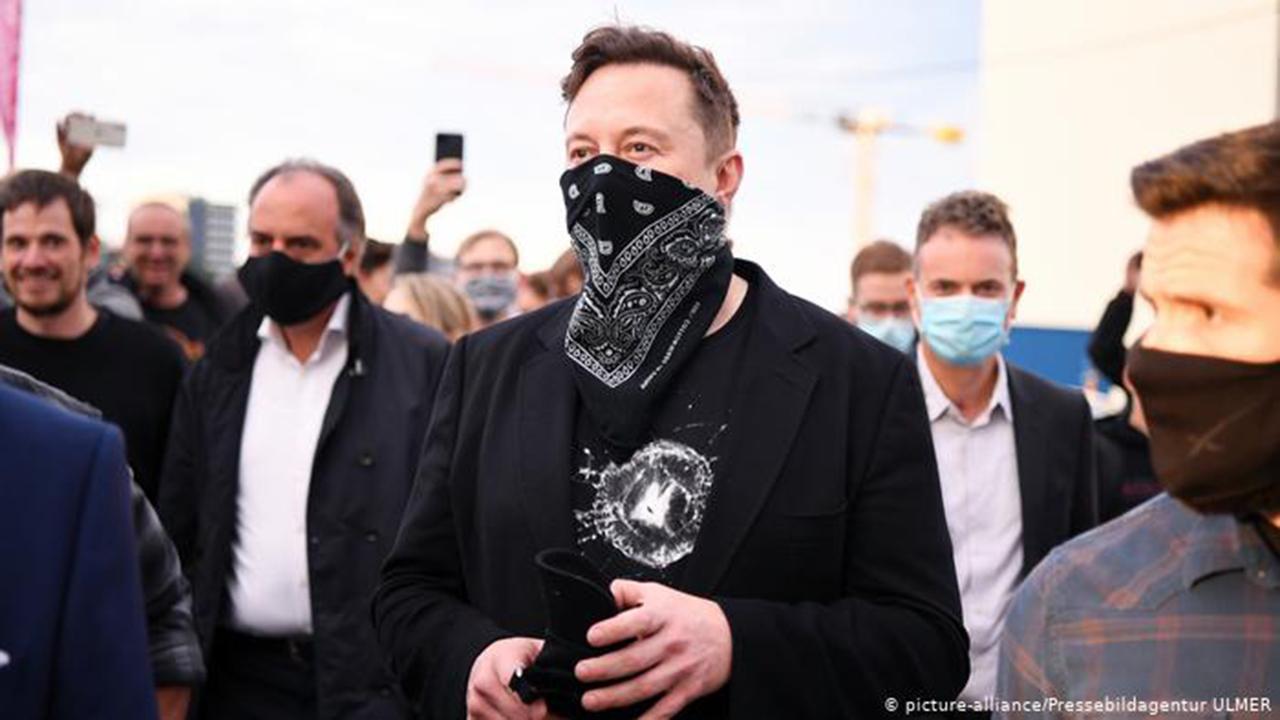 La extraña visita de Elon Musk a Berlín