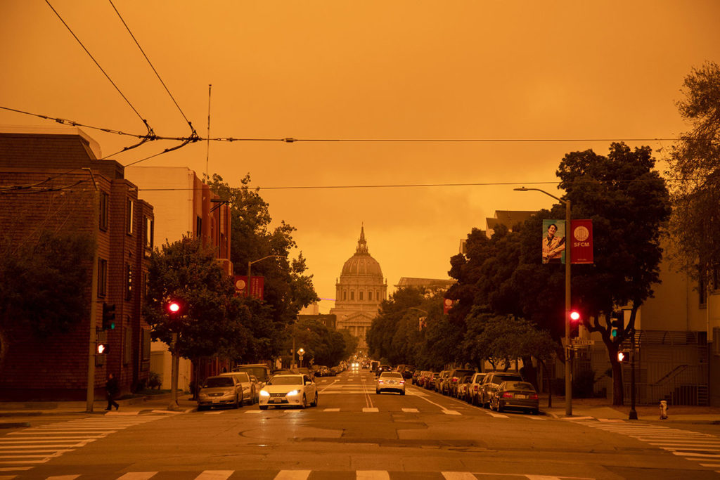 Incendios Wildfires in San Francisco create a layer of smoke