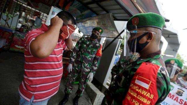 Indonesia_multa_mascarilla_tumba_cavar_