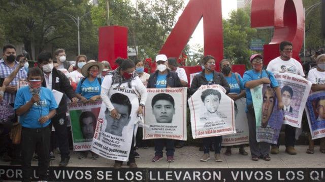 Familiares de los 43 marcha Ayotzinapa