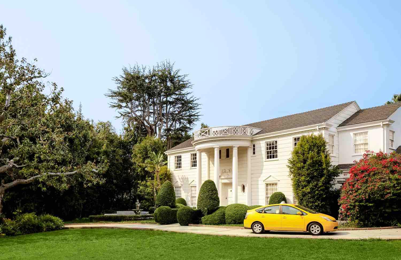 La mansión de 'El príncipe del rap' abre sus puertas para hospedarse en ella