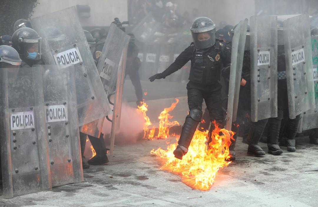 Mujeres policías son víctimas de violencia dentro y fuera de la corporación