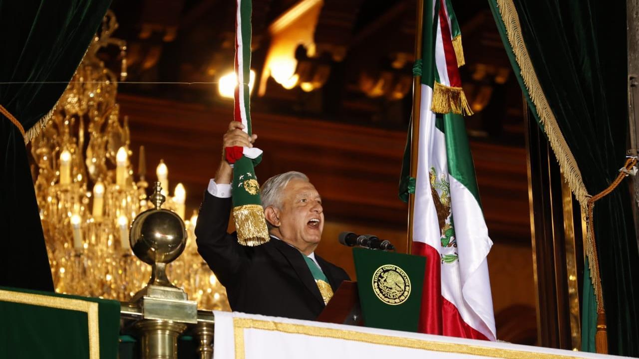 El histórico y solitario Grito de Independencia de AMLO