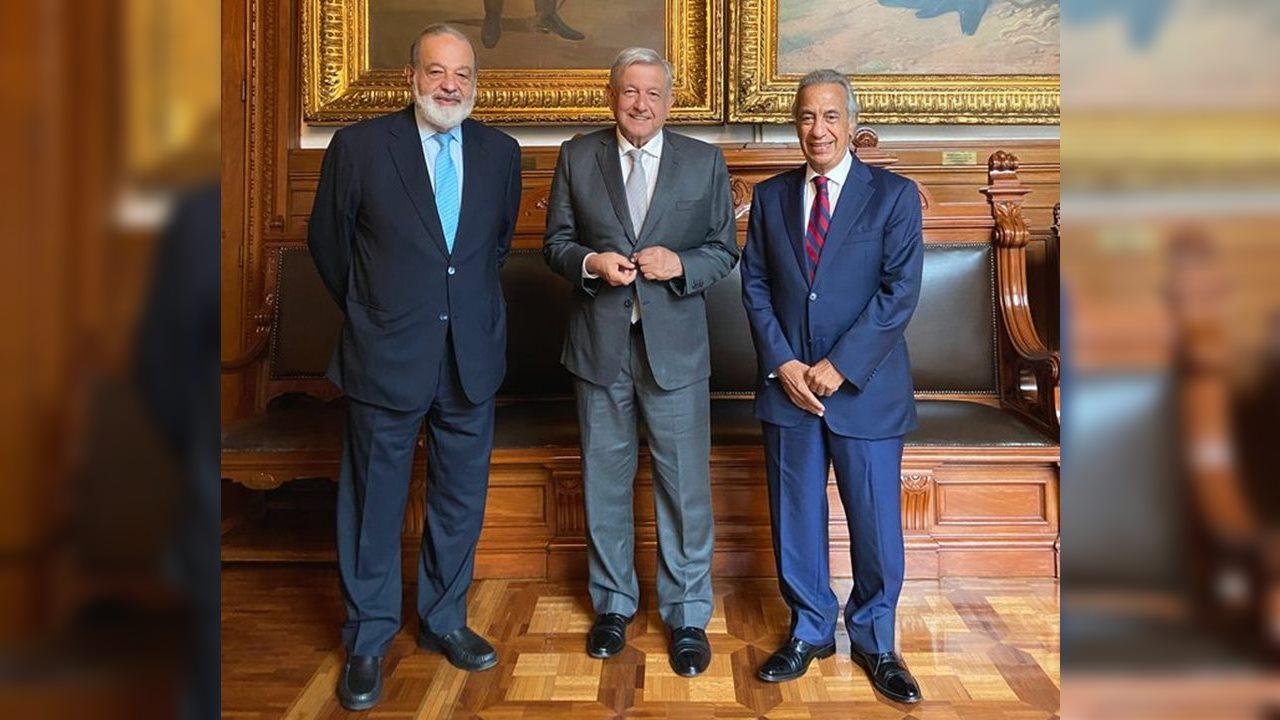 AMLO se reúne con Carlos Slim y su compadre en Palacio Nacional