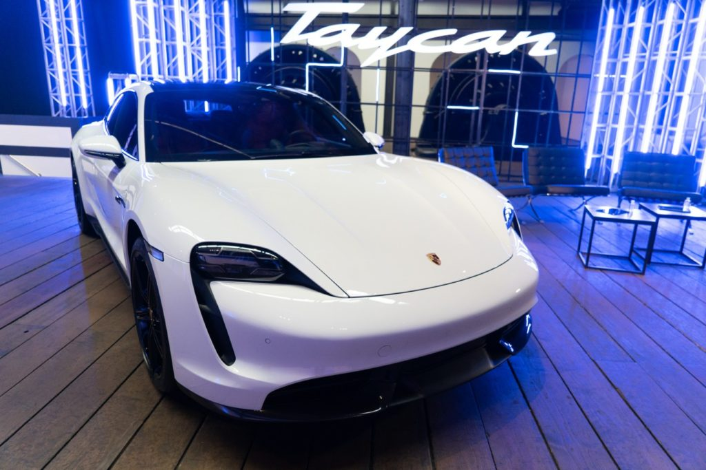 auto deportivo  Porsche Taycan