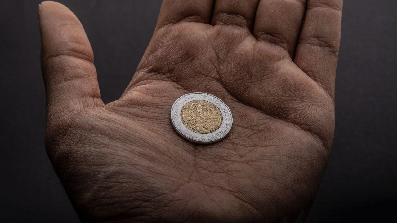 Dólar supera los 21 pesos en jornada de pérdidas también en la BMV