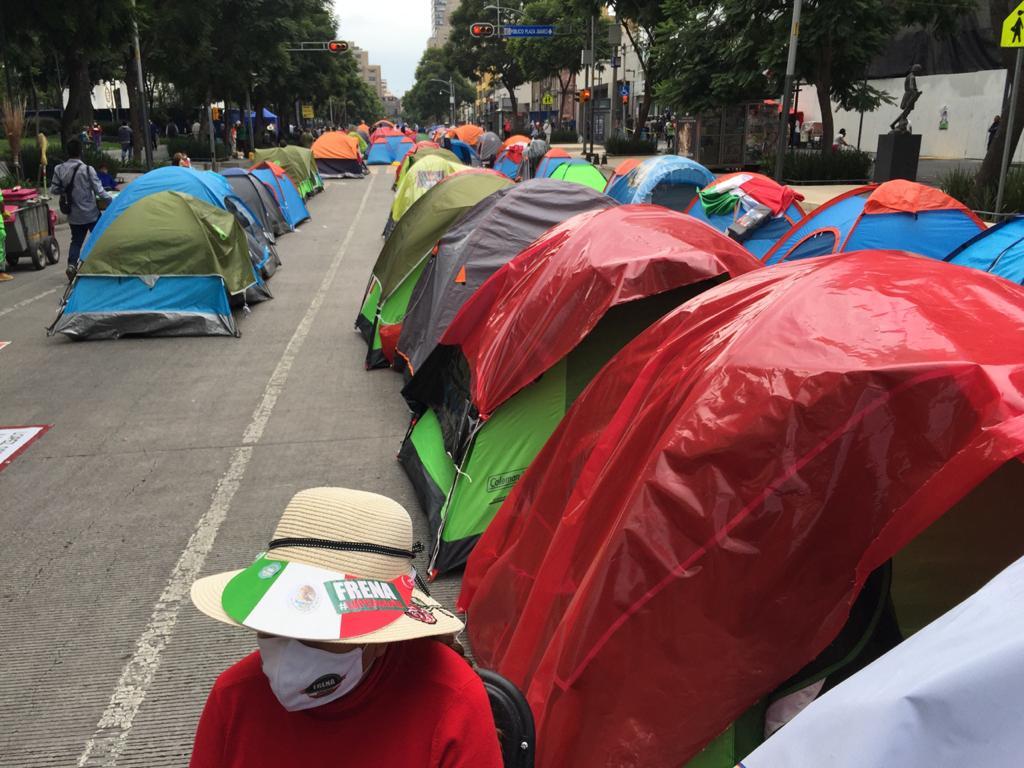 Frenaaa avanza al Zócalo; Sheinbaum pide no dejar solas las casas de campaña